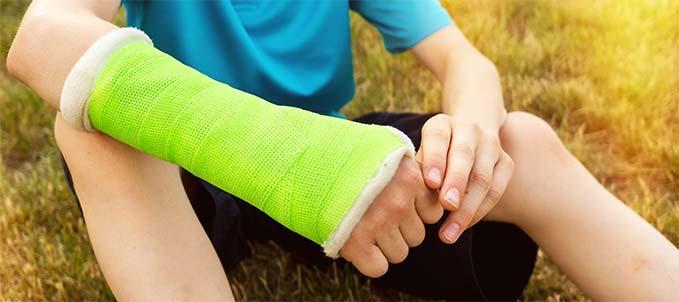 Quando le ossa sono fragili: aiuti in caso di bambini che soffrono spesso di fratture ossee
